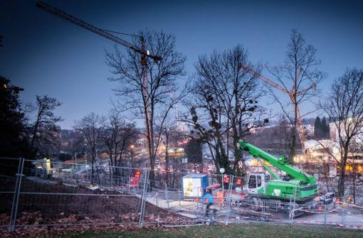 Das Gelände oberhalb des Neckars ist bereits eingezäunt. Foto: Lichtgut/Achim Zweygarth