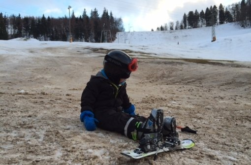 Gegen unten wurd's in Tailfingen bereits etwas bräunlich – für einen letzten Skitag reichte der Schnee aber noch Foto: Weier