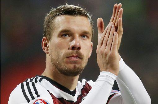 Podolski trägt zum Abschied die Kapitänsbinde