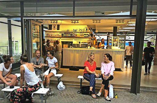 Die neue Bar ist l-förmig gebaut.  Foto: ubo