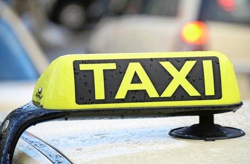 In Stuttgart-Untertürkheim ist ein Taxifahrer überfallen worden. Foto: dpa/Symbolbild