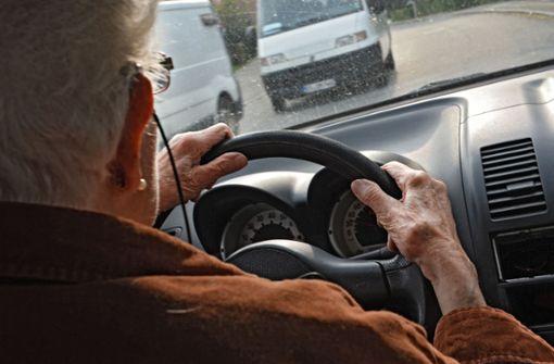 95-Jähriger verwechselt Fahrer- und Beifahrersitz