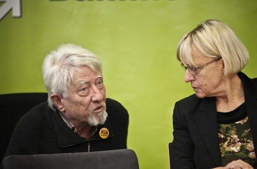 In der Schlichtung zum Bahnprojekt Stuttgart 21 war Gangolf Stocker, hier mit der BUND-Geschäftsführerin Brigitte Dahlbender, mit dabei Foto: Leif Piechowski