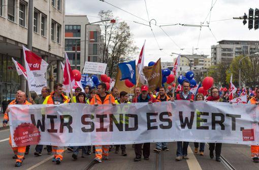 Ob in Dresden (Bild) oder deutschlandweit: Proteste der Beschäftigten im öffentlichen Dienst legen die Republik lahm. Foto: dpa