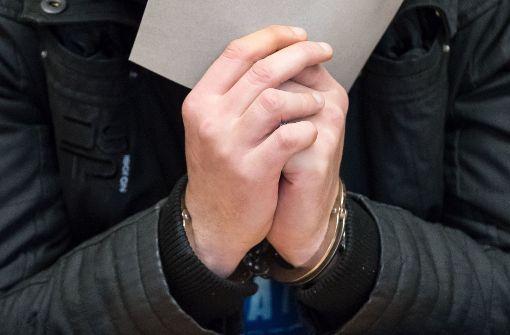Der des Mordes Angeklagte Martin H. im Gerichtssaal im Landgericht in Hildesheim Foto: dpa