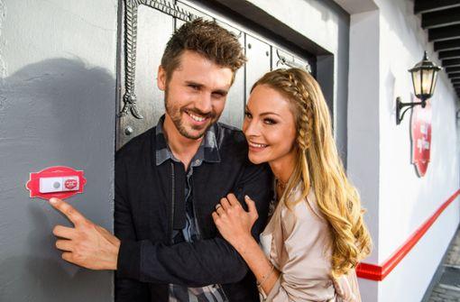 """Thore Schölermann und Jana Julie Kilka sind die Moderatoren der neuen ProSieben-Show """"Get the Fuck out of my House"""". Foto: ProSieben"""