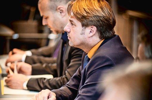 Der FDP-Abtrünnige Bernd Klingler sitzt am Donnerstag  ganz hinten Foto: Lichtgut/Leif Piechowski