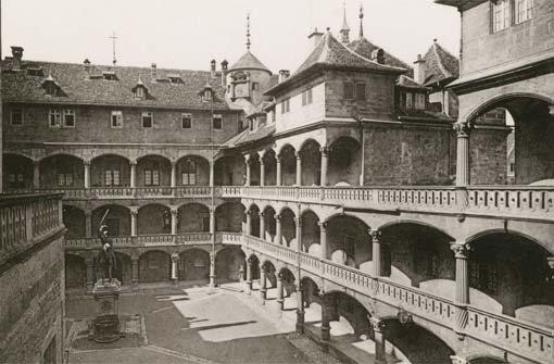 Der Innenhof des a href=/thema/Altes_SchlossAlten Schlosses/a im Jahr 1892. Foto: Camilla Rapp