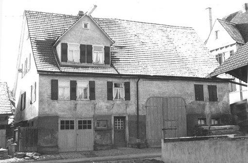 Dieses Bauernhaus an der Birkheckenstraße 3 steht heute nicht mehr. Nachdem es abgebrochen worden ist, gab es an dieser Adresse die Birkacher Bank, heute ist dort die Volksbank.  Foto: privat