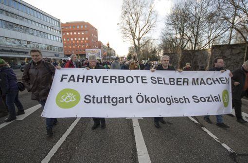 Das parteifreie Bündnis Stuttgart Ökologisch Sozial (SÖS) hatte zu der Demonstration gegen Feinstaubbelastung in Stuttgart aufgerufen.  Foto: 7aktuell.de/Andreas Friedrichs