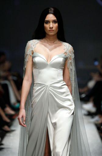Das Label verwendet für seine Roben meist weiße oder silberne Stoffe ...  Foto: Getty Images Europe
