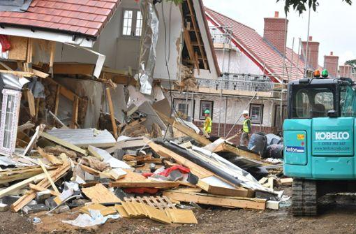Baggerfahrer demoliert mehrere Häuser