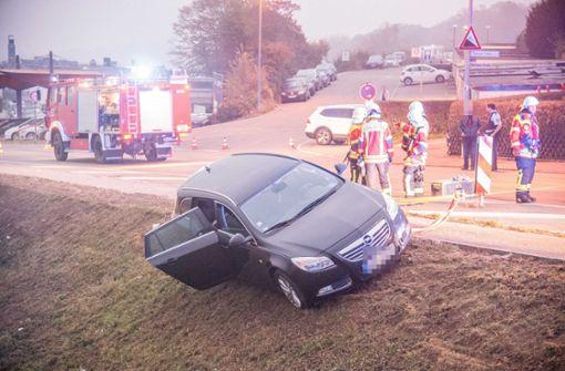 Betrunkener parkt am Hang – Feuerwehr muss ihn retten