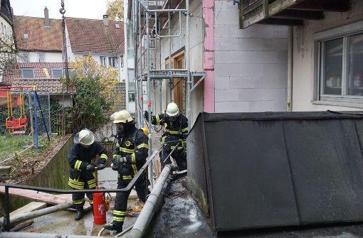 Brand in Dachstuhl eines leer stehenden Hauses