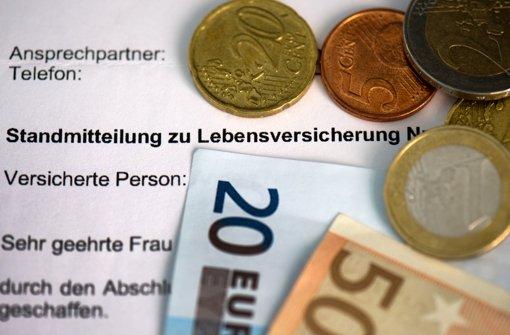 Eine ablaufende Kapitallebensversicherung kann Kunden Tausende Euro kosten.  Vor allem 55- bis 65-Jährige sind betroffen. Foto: dpa