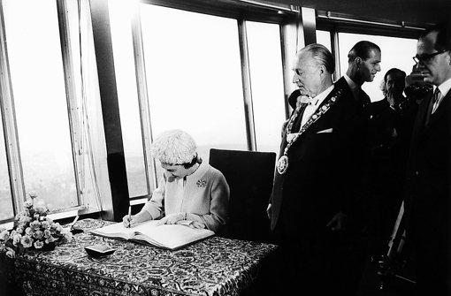 Die Queen 1965 auf dem Fernsehturm Foto: dpa