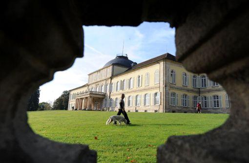 Der Schlosspark Hohenheim ist auch zur goldenen Jahreszeit einen Besuch wert. Im botanischen Garten blüht sogar noch die ein oder andere Blume.  Foto: dpa