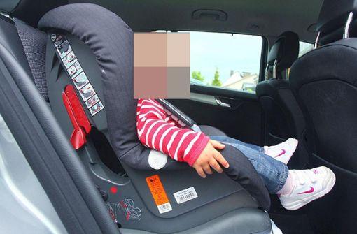 Baby leidet bei 35 Grad im Auto – Eltern gehen shoppen