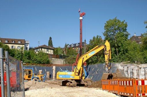 Große Baugrube an der Azenbergstraße