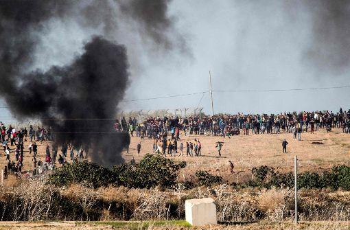 Ein Toter und mindestens 760 Verletzte bei Unruhen