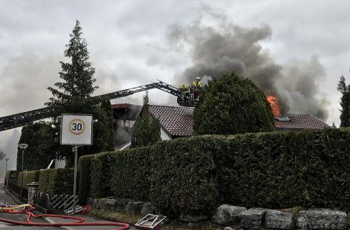 Wohnhaus steht in Flammen