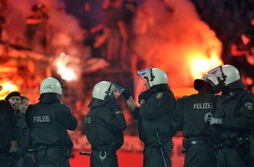 16 Fußball-Fans nach Spiel in Gewahrsam
