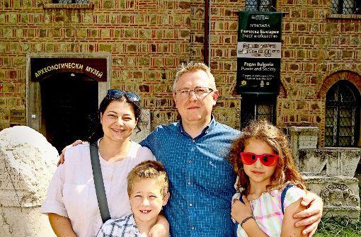 Sind mit ihrem Leben zufrieden: Marija und Dalibor Denkow mit ihren Kindern Jan und  Eva. Foto: Foto: Thomas Roser