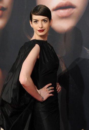 In einem schwarzen Kleid von Tom Ford zog ... Foto: dapd
