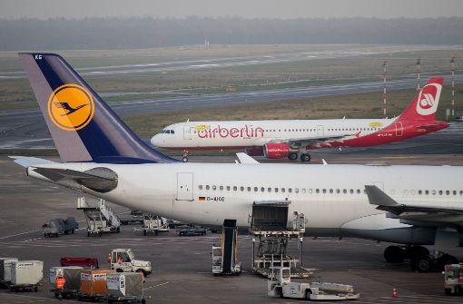 Nach der Übernahme von Teilen der Air Berlin durch die Lufthansa fühlen sich viele Mitarbeiter im Stich gelassen. Foto: dpa