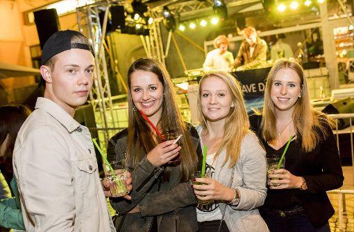 Partystimmung rund um den Hans-im-Glück-Brunnen