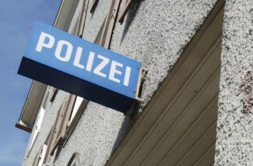 Ein bislang Unbekannter hat am Freitagnachmittag eine 16-Jährige in Stuttgart-Feuerbach sexuell belästigt. Die Polizei sucht Zeugen. (Symbolbild) Foto: dpa
