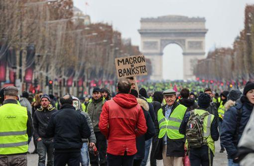 """Wieder """"Gelbwesten""""-Proteste – Polizei setzt Tränengas ein"""