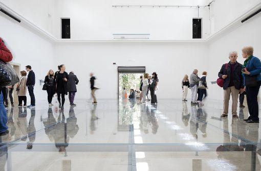 """Gläsern, kalt, unheimlich: der deutsche Biennale-Beitrag von Anne Imhof mit dem Titel """"Faust"""" Foto:"""
