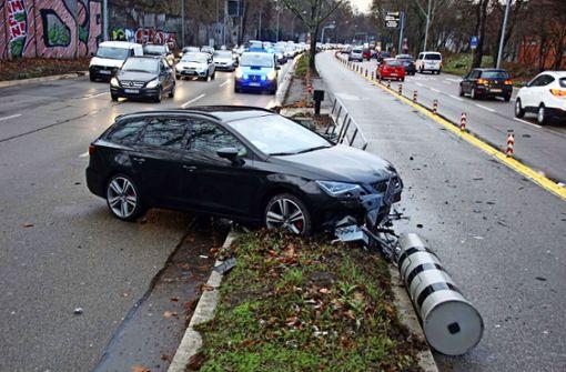 Auto zerstört Blitzer in der Cannstatter Straße