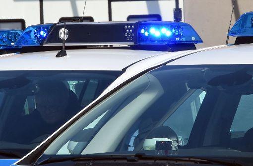 Mit gestohlenem Auto Raser flüchtet vor Polizei - und stirbt