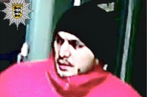 Polizei sucht mit Fahndungsbild nach Verdächtigem