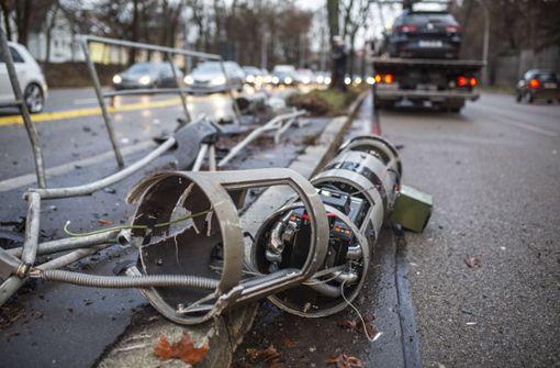 Ein Stuttgarter Autofahrer hat zwei Blitzersäulen in der Cannstatter Straße gerammt.  Foto: 7aktuell.de/Simon Adomat