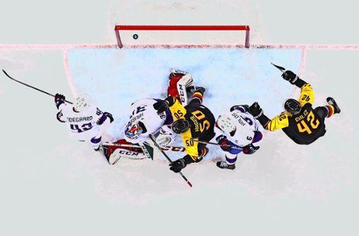 Eishockey-Team feiert den ersten Sieg