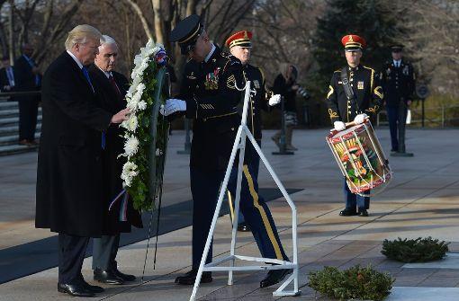 Trump gedenkt Soldaten mit Kranz