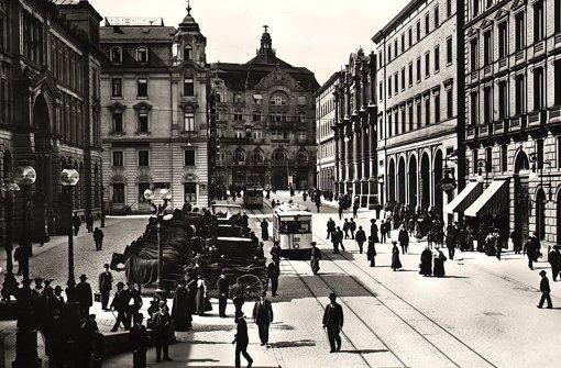 Der  Friedrichsbau am Ende der damaligen Schlossstraße (heute Bolzstraße) im Jahr 1905. Unsere Leserin Marlis Hoffmann hat uns dieses Foto geschickt Foto: StN
