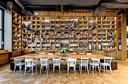 vintage caf s in stuttgart m blierung der erinnerung kultur stuttgarter nachrichten. Black Bedroom Furniture Sets. Home Design Ideas