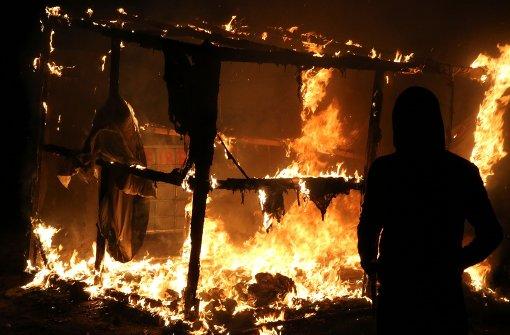 """Feuer im """"Dschungel von Calais"""""""