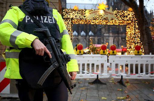 Polizist schießt versehentlich nahe Weihnachtsmarkt