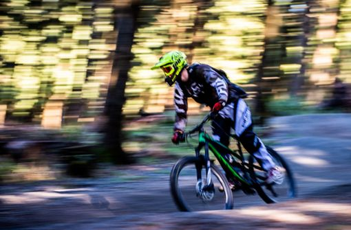 Aufgestellte Schraube gefährdet Mountainbiker – Polizei ermittelt