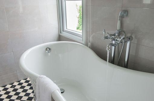 15-Jährige entspannt mit Handy in der Badewanne und stirbt