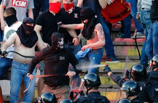 Ein russischer Rechtsextremist findet Hooligans an sich gar nicht schlimm. (Symbolfoto) Foto: AFP