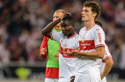 Lange Gesichter bei den Spielern des VfB Stuttgart angesichts der Niederlage. Foto: dpa