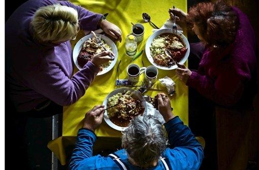 Ein warmes Essen: Für viele Vesperkirchenbesucher nicht selbstverständlich. Foto: Lichtgut/Max Kovalenko