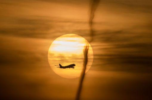 Hubschrauber kollidiert in der Luft mit Flugzeug – vier Tote
