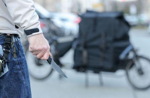 Eine 19-Jährige soll in Kirchheim das Opfer einer Messerattacke geworden sein. (Symbolbild) Foto: dpa